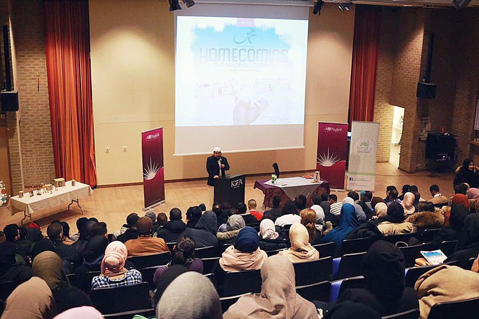 Ett islamiskt förhållningssätt har kommit att prägla undervisningen. Foto: AlMaghrib Institute Sweden