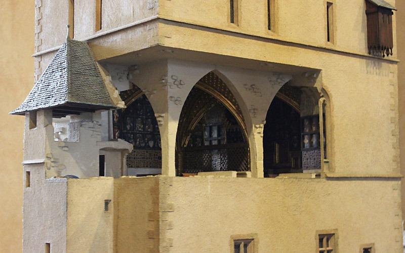 En av modellerna av Karl IV:s Karlstein. Just den här visar kapellet där kungens regalier, krona och heliga reliker en gång i tiden förvarades. I genomskärningen på denna modell ser man hur kraftfulla murarna var. Foto: Nya Tider