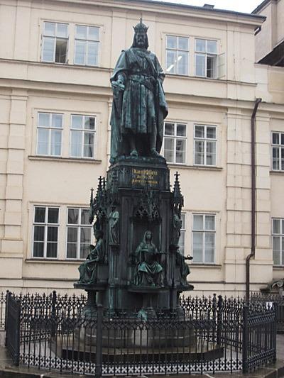 Bronsstatyn av Karl IV vid Karlsbron i Gamla Staden, i Prag. Foto: Wikipedia